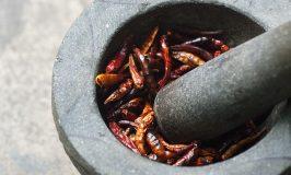 10 gezonde eigenschappen van Cayennepeper, met recept voor een versterkende thee tegen grieperigheid