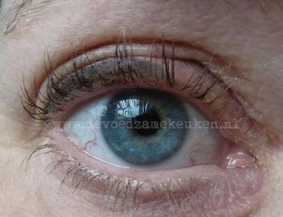 zelf mascara en eyeliner maken