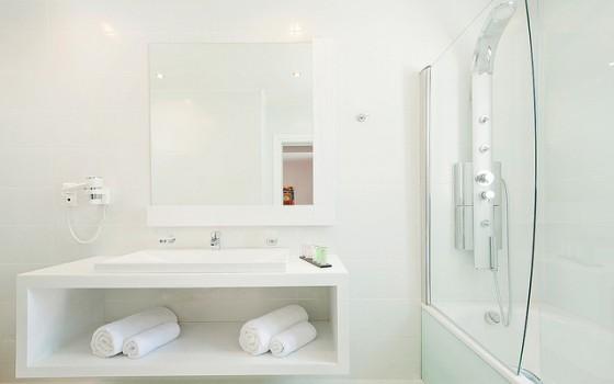 https://www.devoedzamekeuken.nl/irisindekeuken/wp-content/uploads/2014/03/bathroom-560x350.jpg