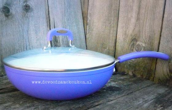 wokken in een keramische wok